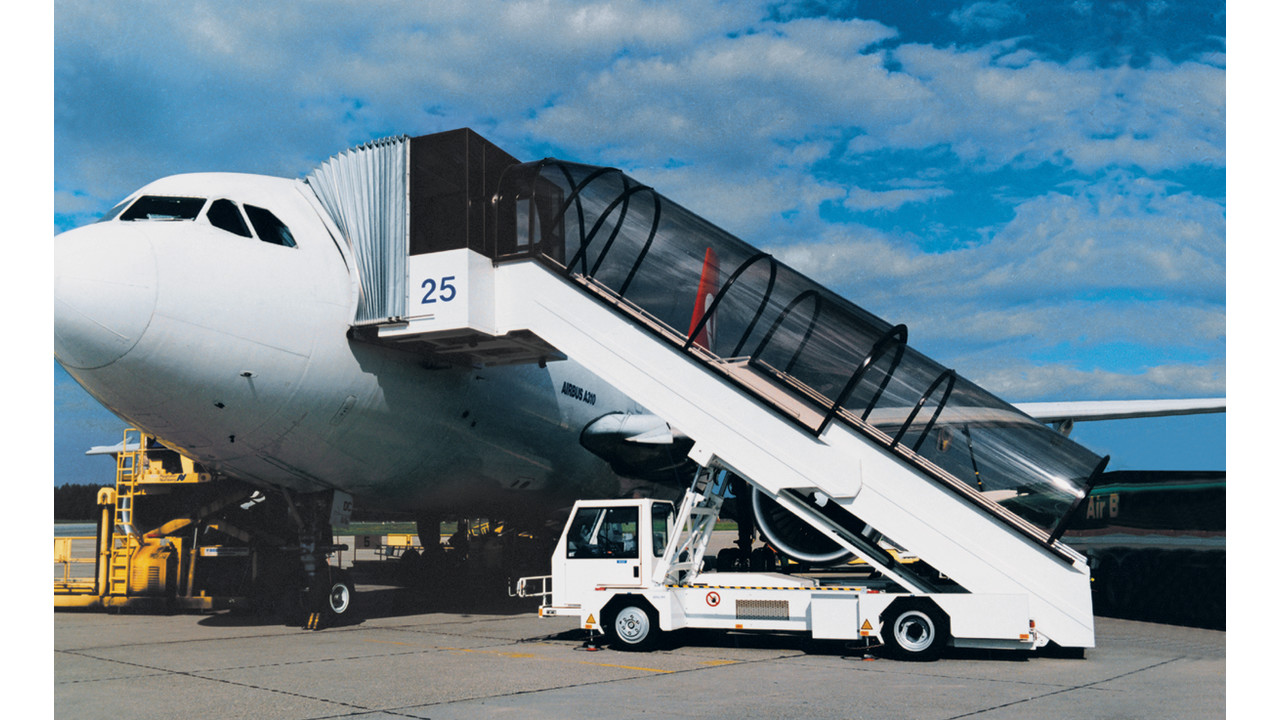 Passenger Stairs Specialized Chassis Aviationpros Com