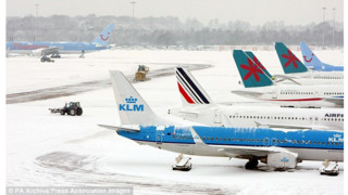 Pilot Calls Police After Three-hour Snow Delay At Manchester Airport