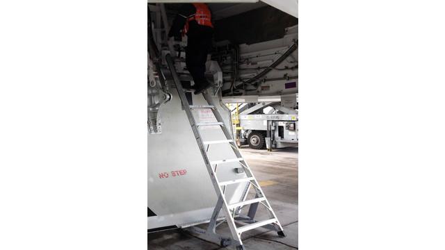 10'_wheel_well_ladder__10wwcadet787_25xtko9e5ort__cuf.bmp