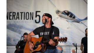 Cirrus Pilot and Country Music Superstar Dierks Bentley to Headline EAA AirVenture 2015