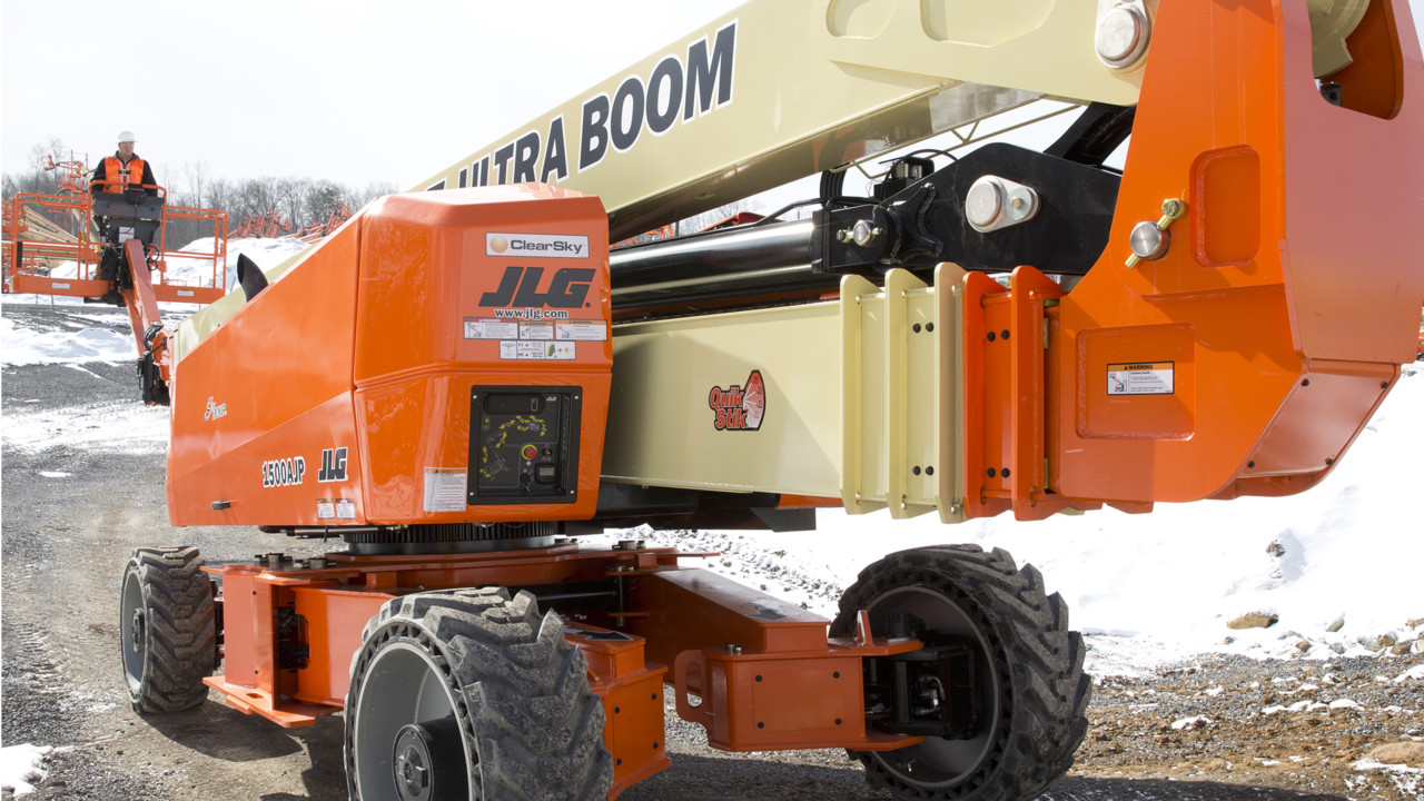Tallest Aerial Lift : Jlg previews the world s tallest articulating boom lift at