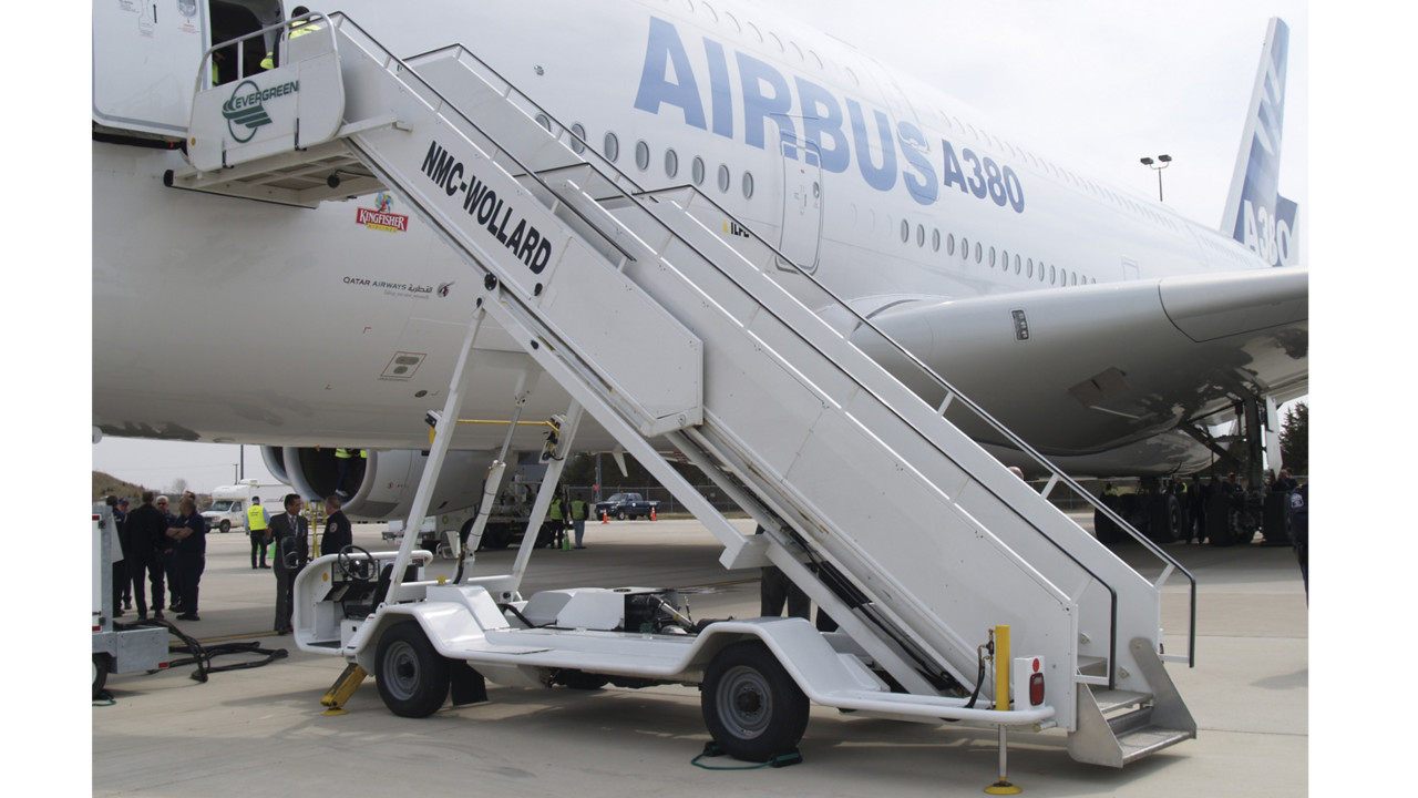 CMPS-228 Wide Body Passenger Stair | AviationPros.com