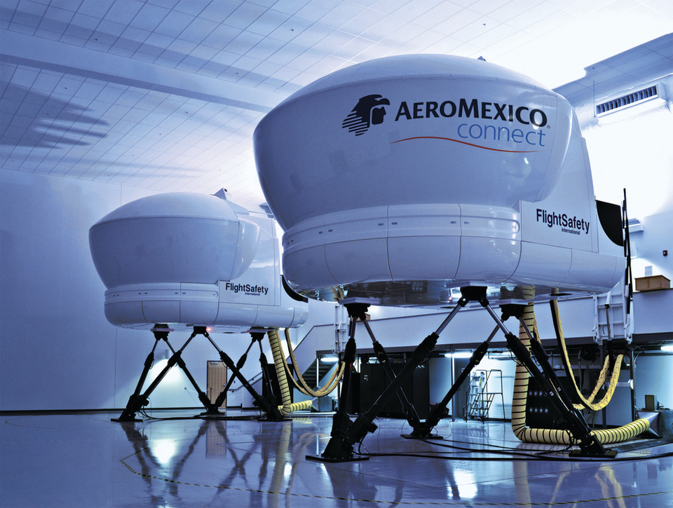 FlightSafety and Aeromexico Sign Agreement for Embraer 190 Aircraft