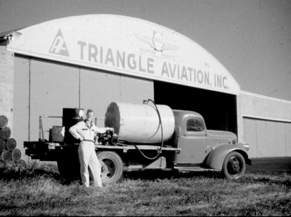 The history of aircraft ground support equipment