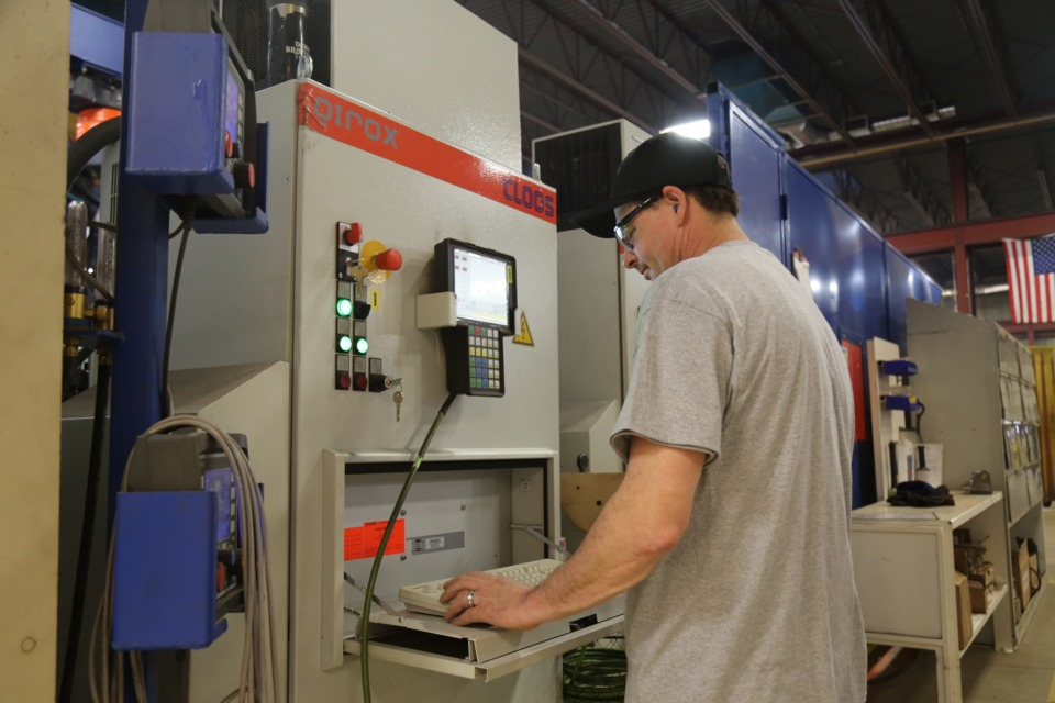 FAST Global Solutions Speeds Quality Production with Large Robotic