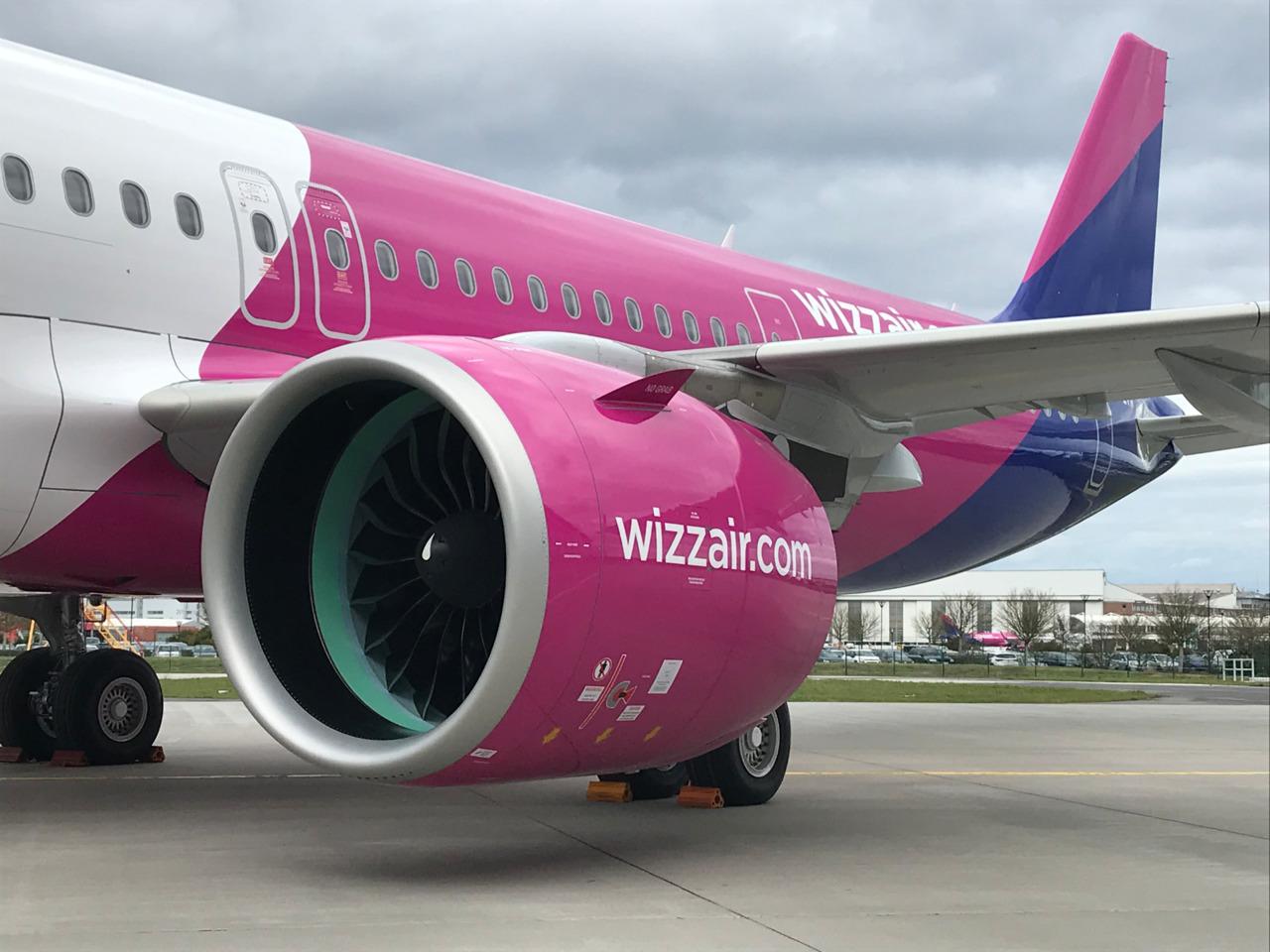Resultado de imagen para Wizzair A321neo logo