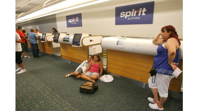 spirit-airlines-passengers-wait-807001307351cc8d.jpg
