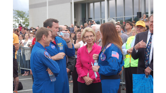 governor-and-astronauts_10736734.jpg
