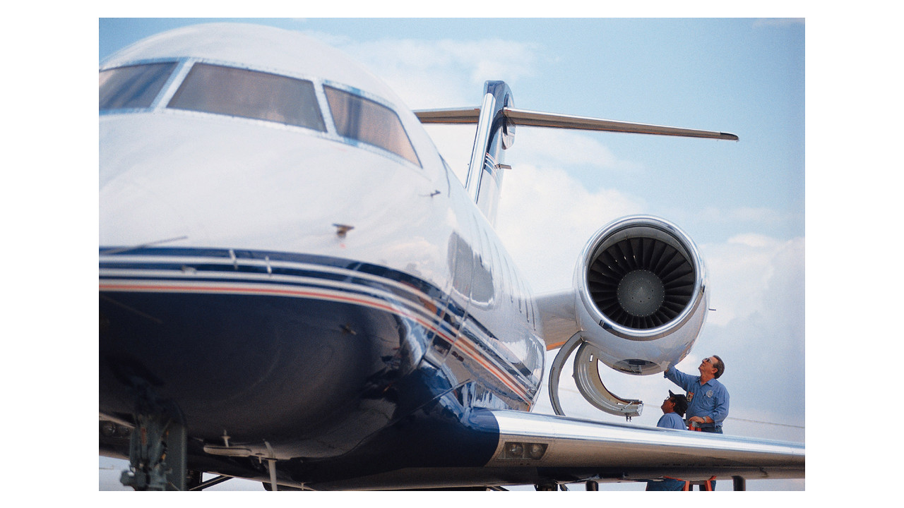 cf 34 Cf34-3 /-8 /-10e ignition system the champion advantage cost‐effective ignition systems for crj & erj aircraft for improved reliability and longer life •ch92100stainless-steel exciter for improved corrosion protection.