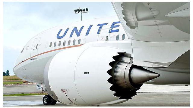 art-United-Airlines-Dreamliner-2-620x349.jpg