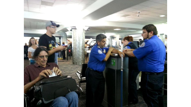chewbacca-actor-peter-mayhew-stopped-by-tsa-for-holding-light-saber.jpg