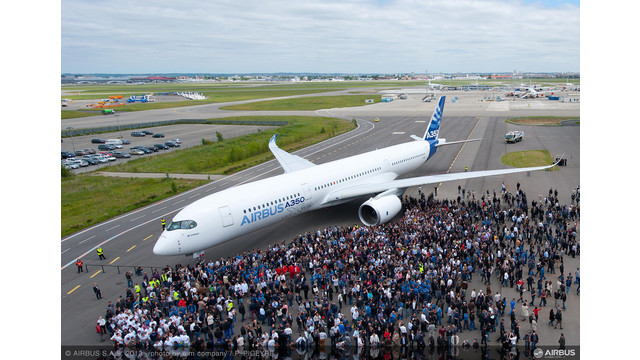 A350-XWB-out-of-paint-shot-with-team.jpg