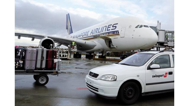 aircraft-unloading-04-cmyk_11122283.psd