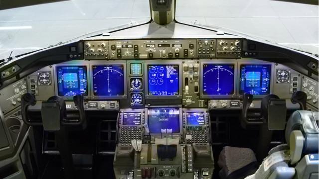 boeing-777-cockpit.jpg