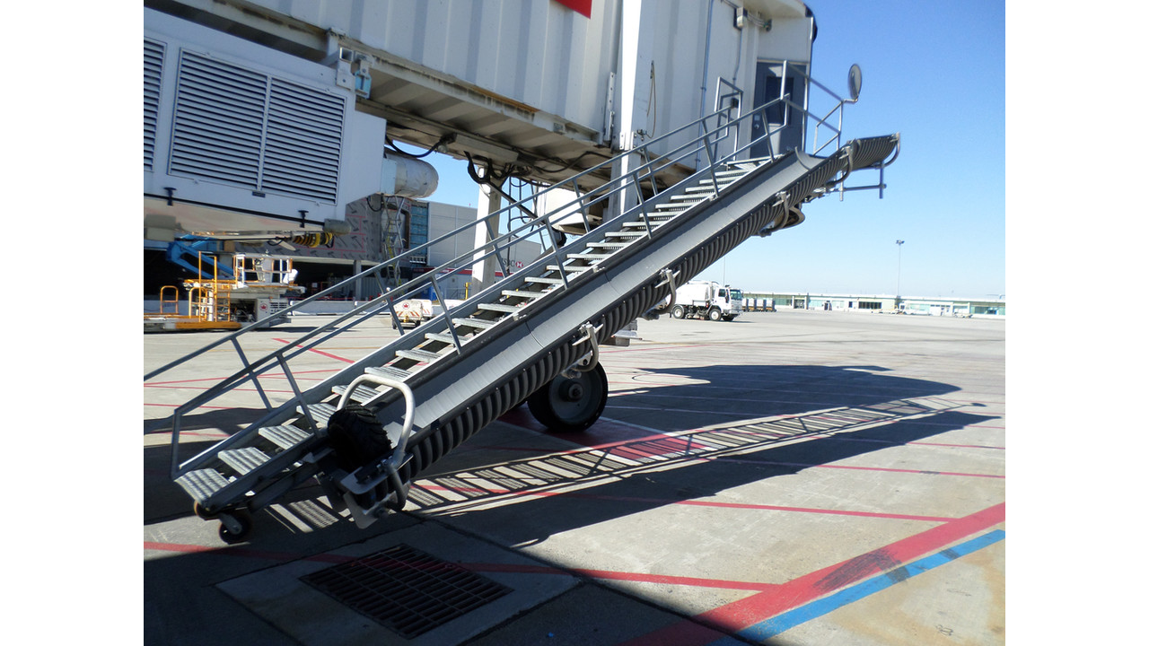 Baggage Chute Aviationpros Com