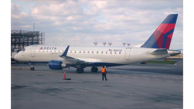 ERJ-175-at-LaGuardia.jpg