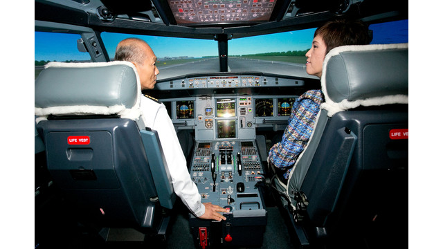 ST-Aerospace-flight-instructor-Captain-CHANG-I-Wen-briefing-Mrs-Josephine-TEO-in-an-Airbus-A320-simulator.JPG