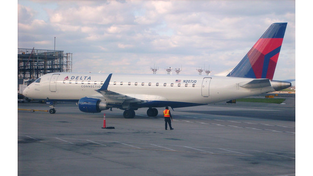 ERJ-175-at-LaGuardia.jpg