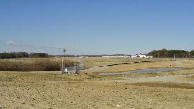 green-space-toward-airport_11358945.psd