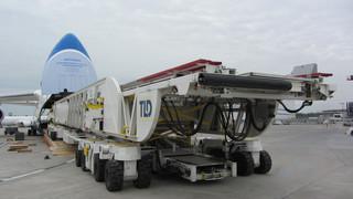 Ruslan Moves Dreamlifter Deckloader