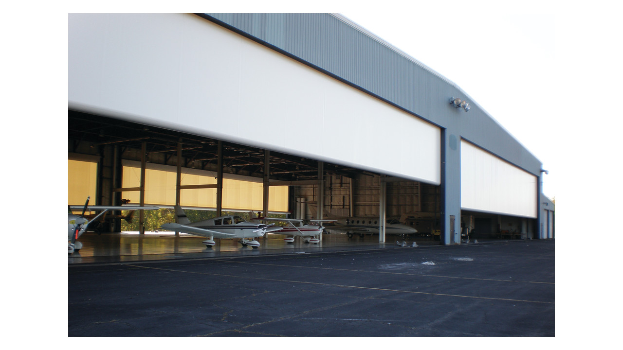 Paraport Aircraft Hangar Doors Aviationpros Com