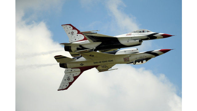 Thunderbirds-inverted---USAF-SSgt-Larry-Reid-Jr1.jpg