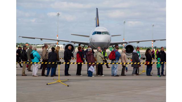 sm6500---tarmac-boarding_11308292.psd