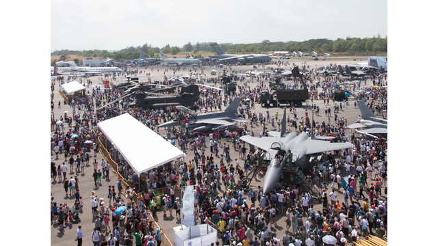 Visitors-at-Singapore-Airshow-2014-Photo-Credit---Experia-Events.jpg