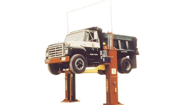 vehiclelift_10024700.eps